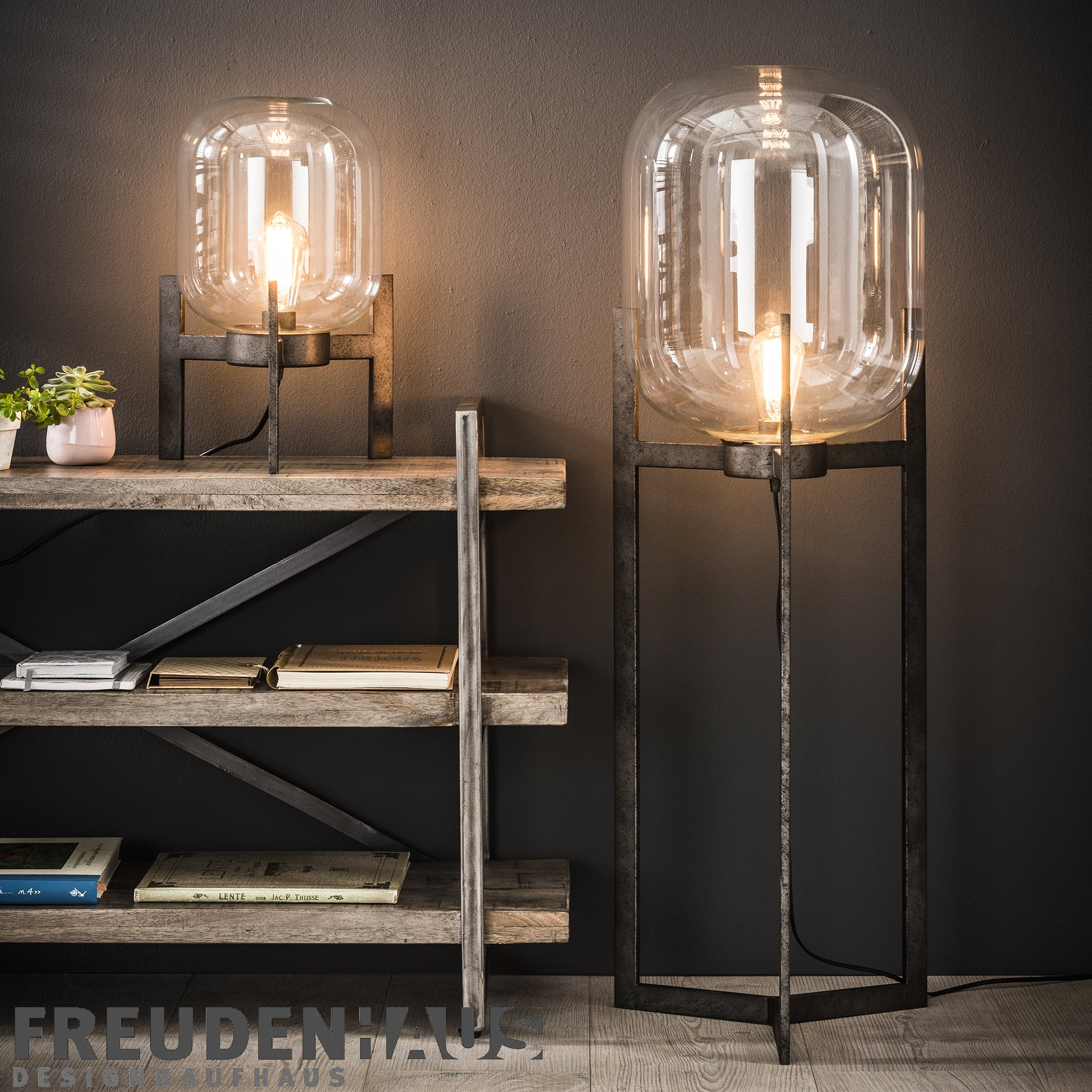 retro tisch oder stehlampe bulb industrial mit metallfu. Black Bedroom Furniture Sets. Home Design Ideas